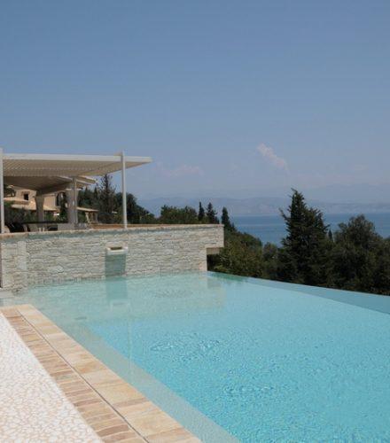 Ηλιοθερμικό Σύστημα Helional για θέρμανση πισίνας, υποβοήθηση ενδοδαπέδιας και ΖΝΧ στη Κέρκυρα